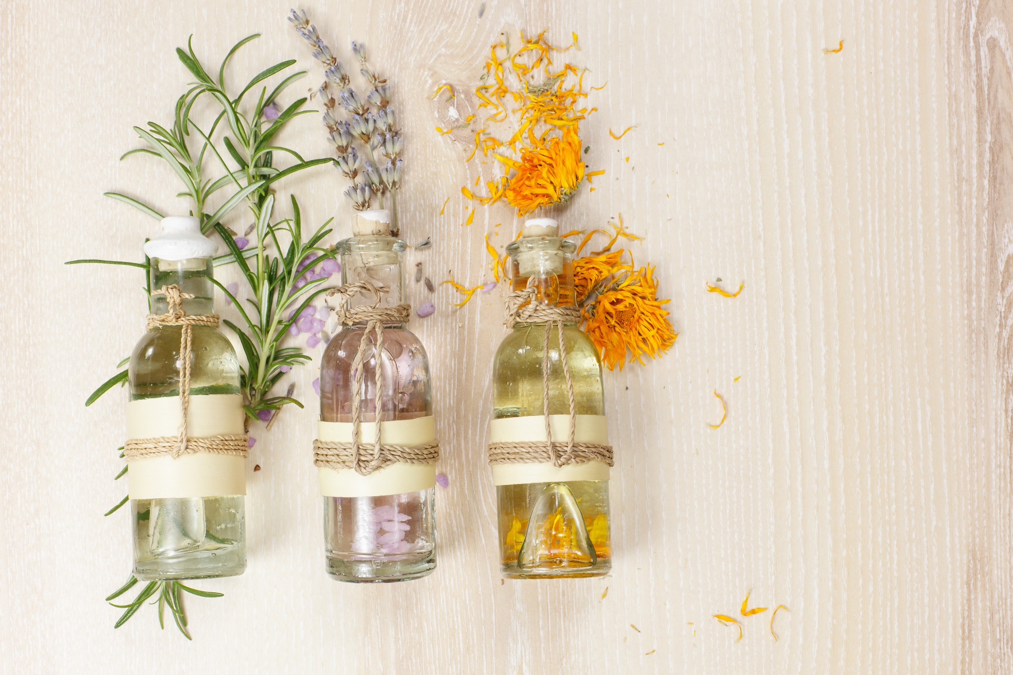 3 essential oils and plants